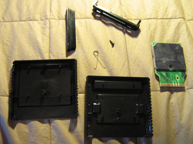 Picture of Step 1: Take Apart the Game Cartridge
