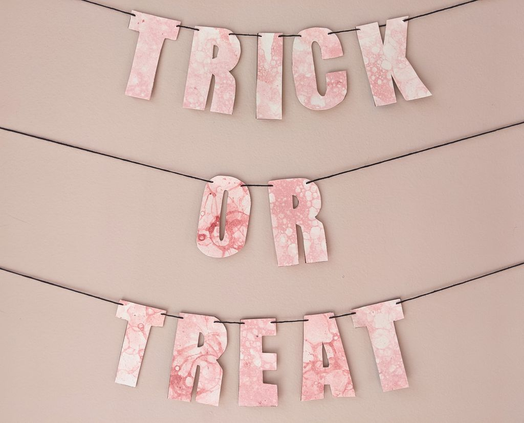 """Picture of """"Trick or Treat"""" Halloween Garland"""