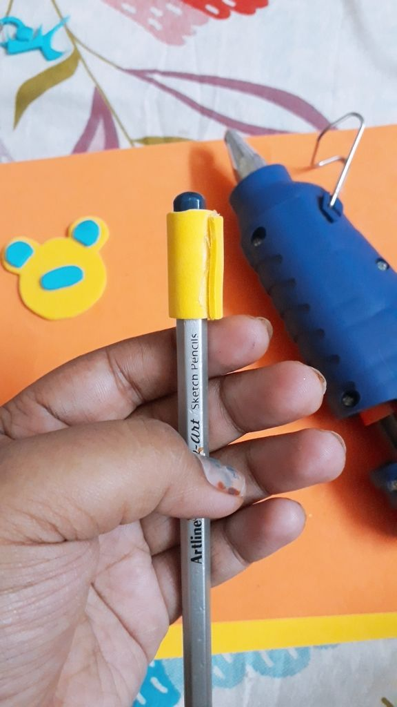 Picture of Make the Holder of the Pencil Topper