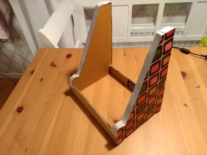 Picture of A Fancy & Sturdy Cardboard Easel!