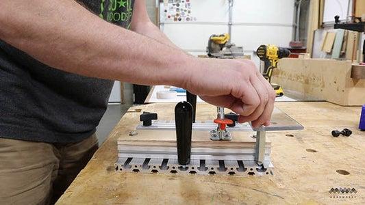 安装把手、支座和导向器