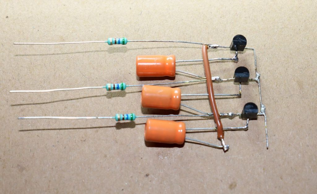 Picture of Connect 560 Ohm Resistor