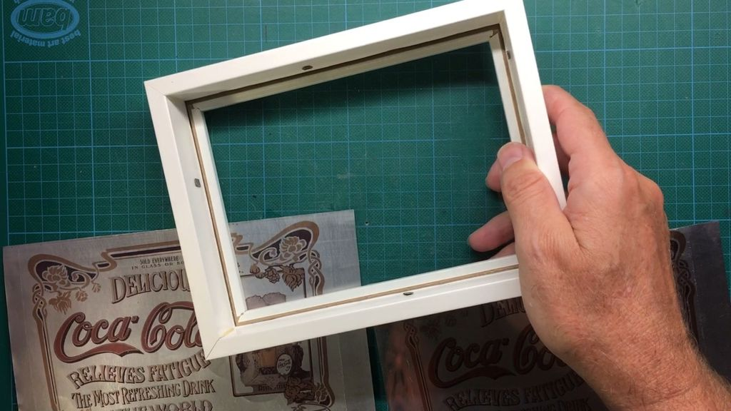 Picture of Place the Cola Mirror in a Frame