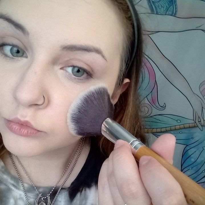 Picture of Setting the Face With Powder
