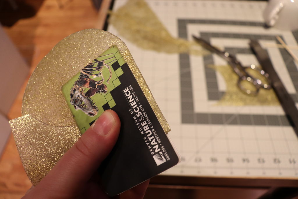 Picture of Glitter Card Holder: Sealing the Edges