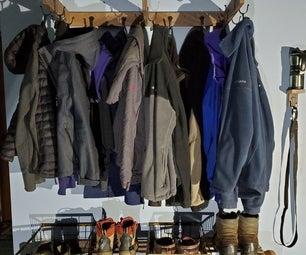 泥室夹克和靴子组织者