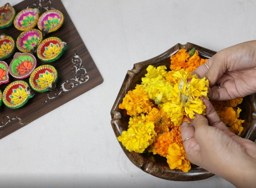 Picture of FLOWER AND DIYAS DECORATION