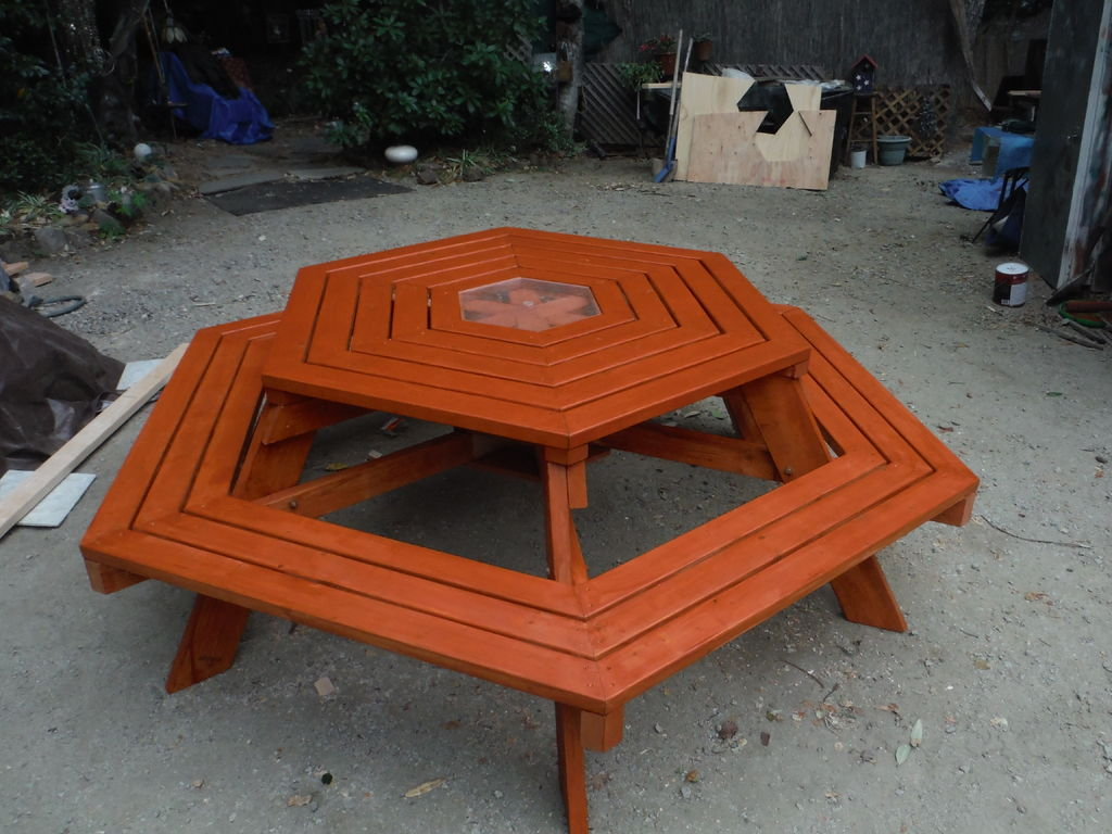 Picture of How to Build a Hexagonal Picnic Table