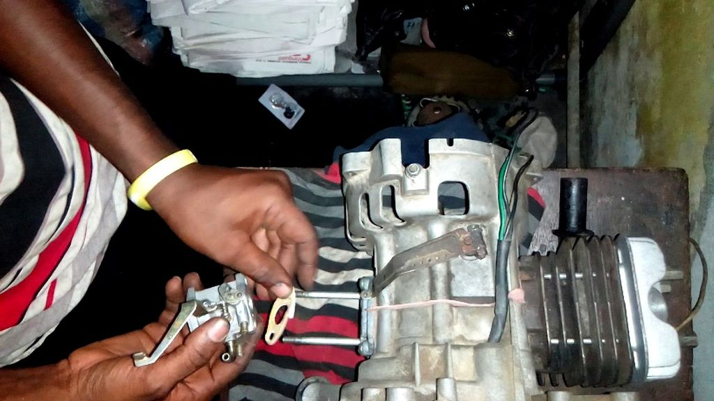 Picture of  CARBURETOR CLEANING AND ASSEMBLY