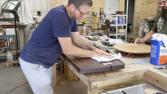 APPLYING FINISH TO THE DESK TOP