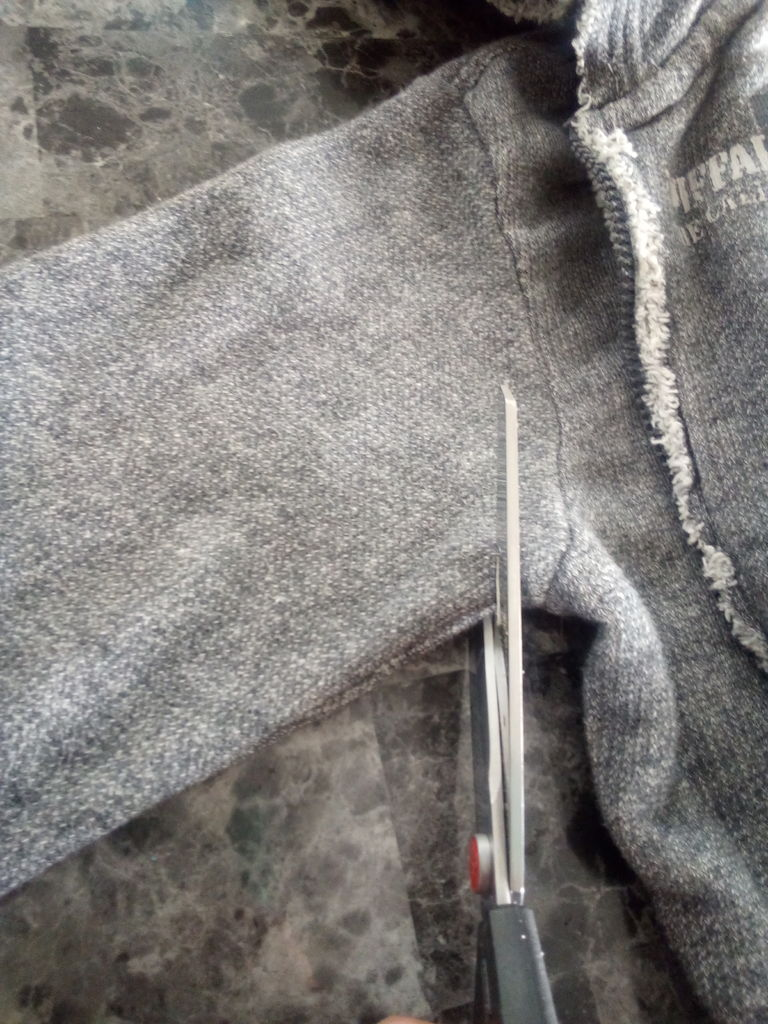 Picture of Cutting the Sleeves