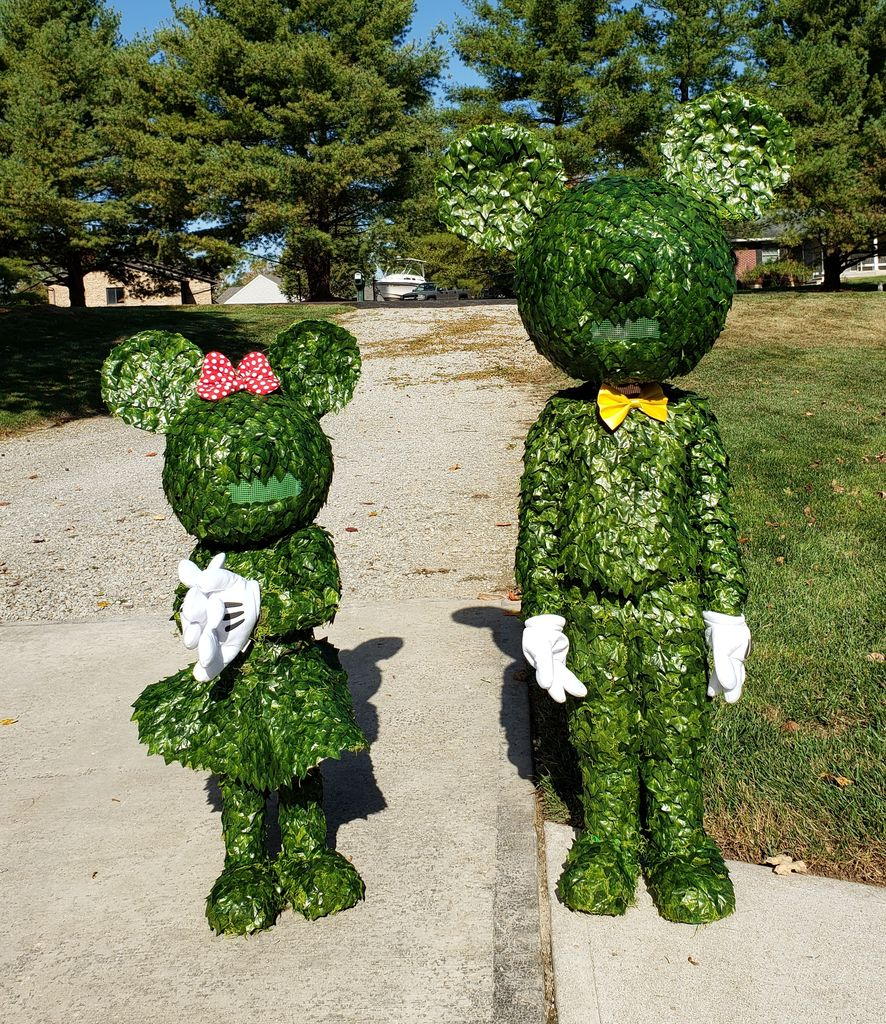 Picture of Mickey & Minnie Topiary
