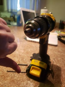 Attaching the Drill Bit: Opening the Drill Head