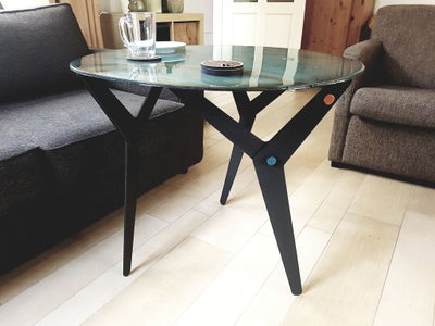 Transformable Resin Table