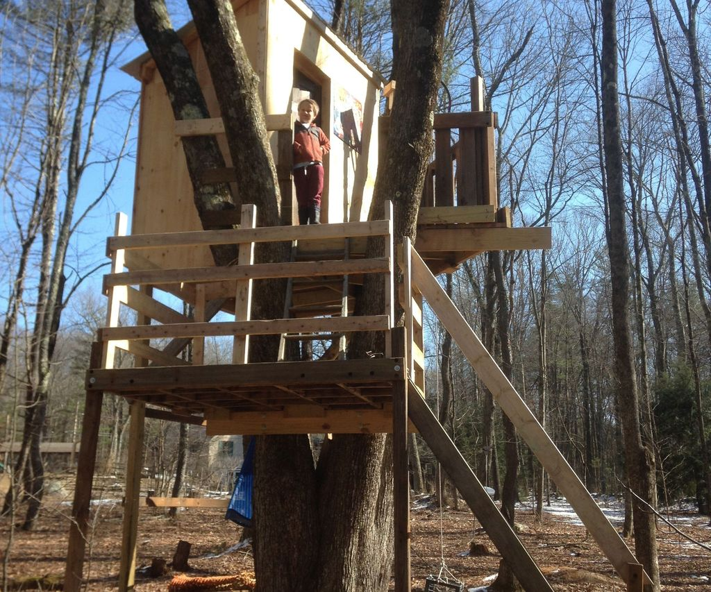 Multi Level Tree House From Recycled Materials