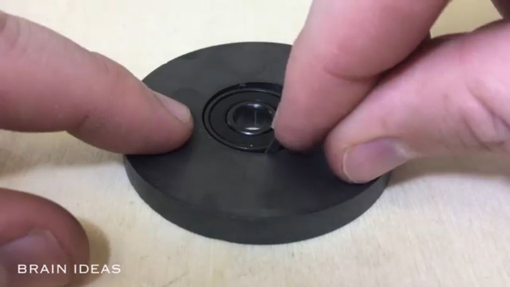 Picture of Assemble the Spinner