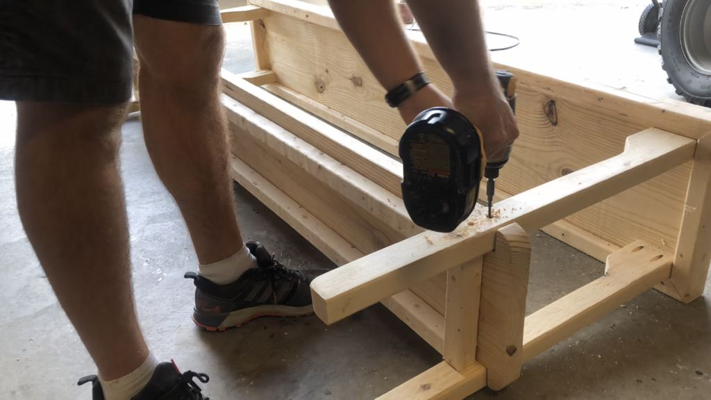 Picture of Attach the Shelf to the Legs