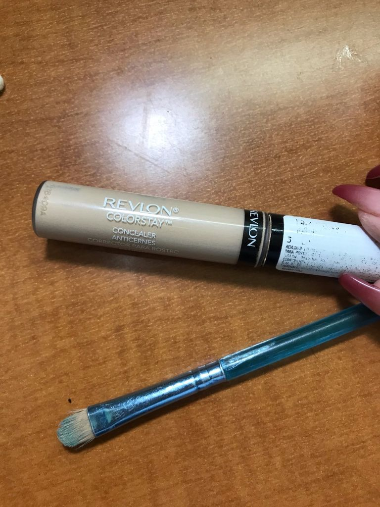 Picture of Concealer + Cleaning Up the Brows