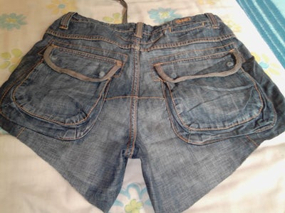 Using a Template—or Not—to Cut the Jeans.