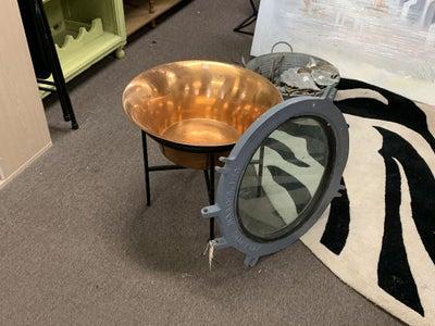Find a Porthole, Basin and Legs/Base