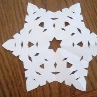 ORIGAMI SNOWFLAKE TUTORIAL | How to fold an easy snowflake origami ... | 320x320