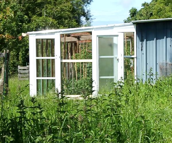 DIY Verandah-style Greenhouse, Sunspace, Draught Lobby, Made From Recuperated Wood and Glass Windows. Serre Véranda. Bricolaje Ecologico - Terraza Invernadero