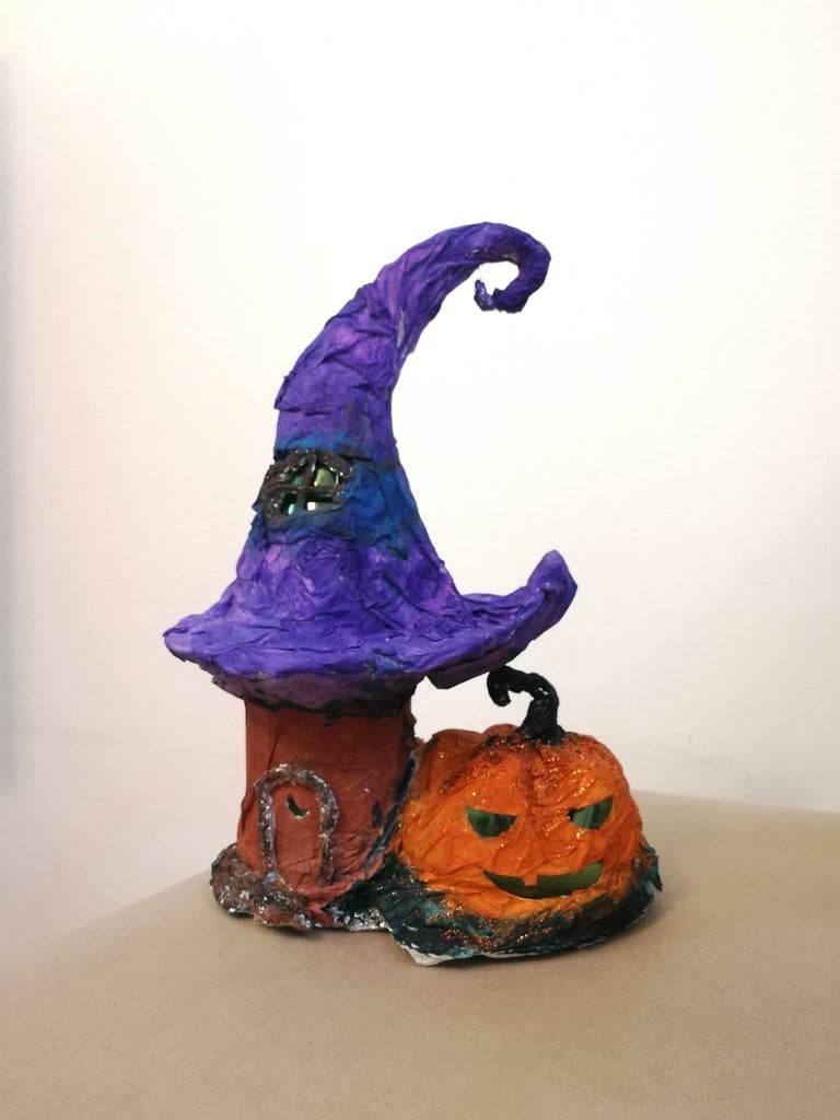 Halloween Witch Hut & Pumpkin Light