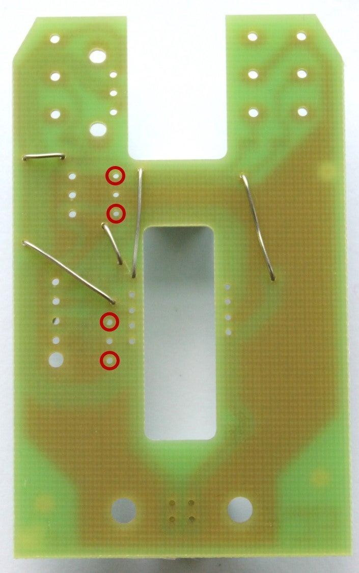 Solder the 0,1μF-condensators