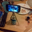 Phone camera tripod from 2 pair of chopsticks, 12 oz aluminum can and 5 rubber bands