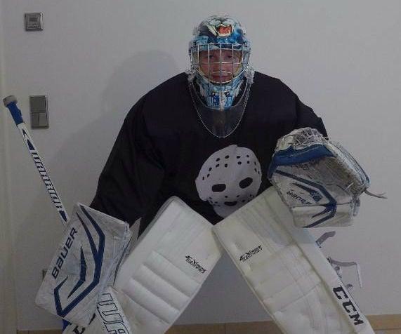 How to Gear Up As an Ice Hockey Goalie
