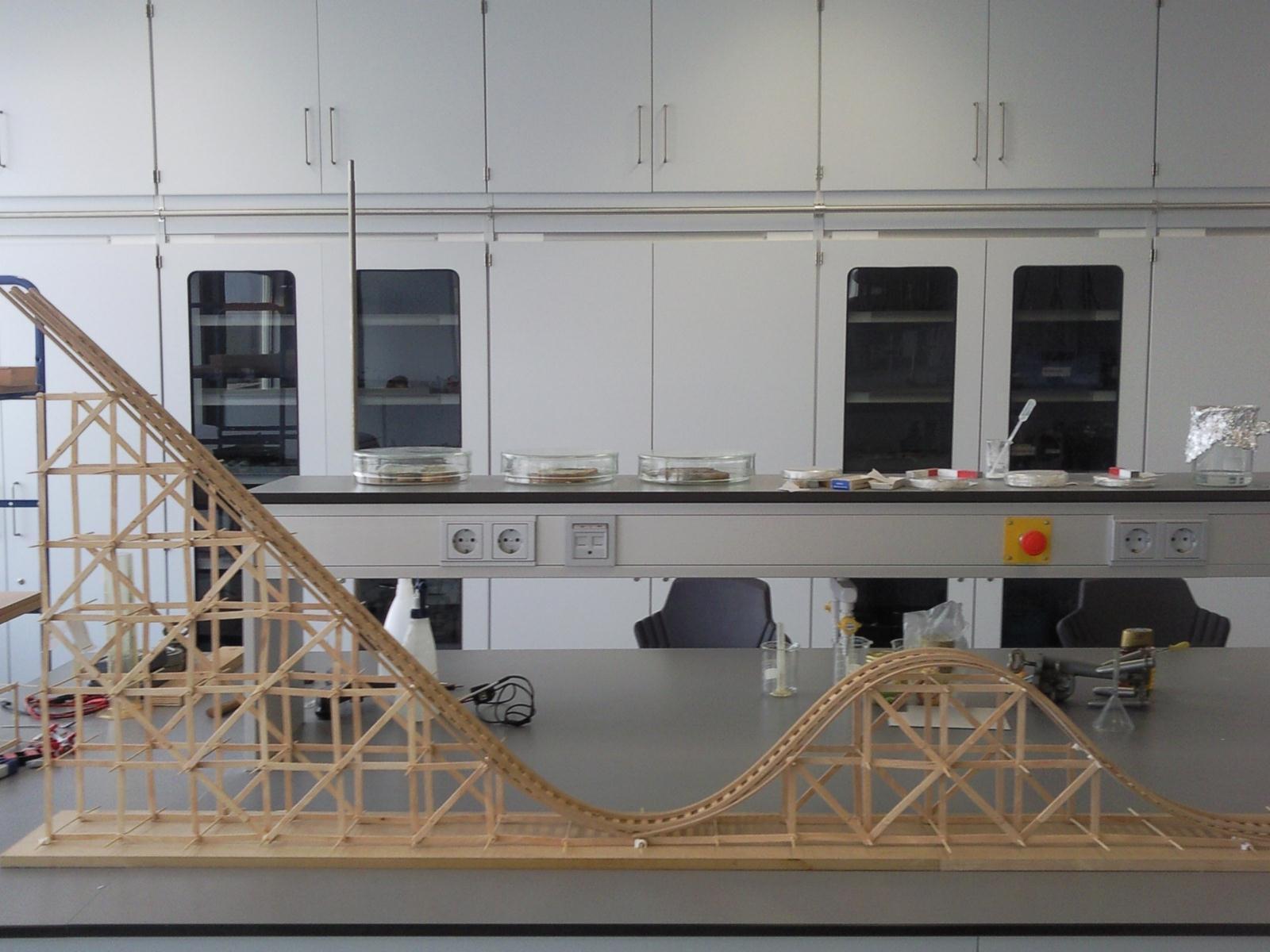 Wooden Roller coaster model (Engels/English)