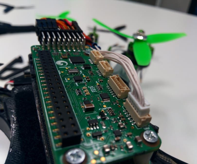 Pi0drone: a $200 Smart Drone With the Pi Zero