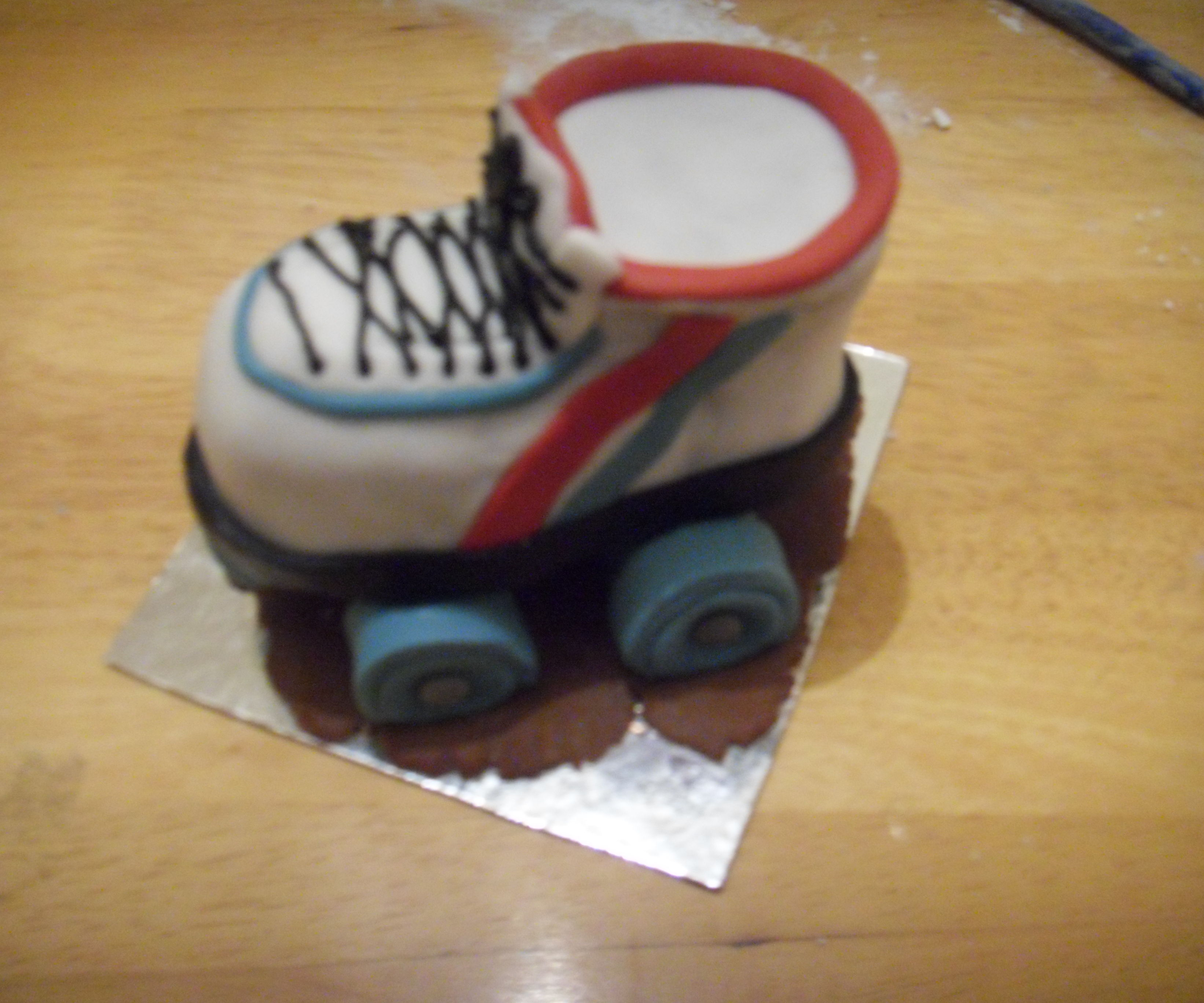 Roller skate mini-cake tutorial