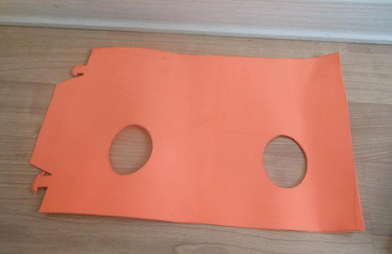 Draw the Sample on the Foam and Cut Like the Picture.