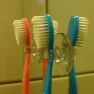 Easy-cable-clip-sucker-version-with-toothbrush.jpg