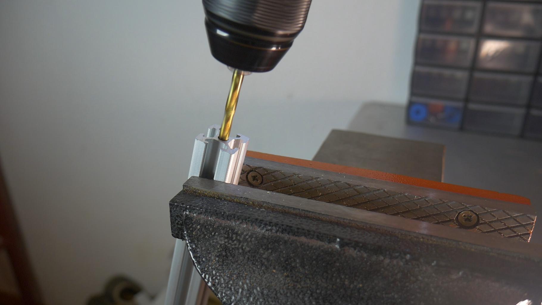 Cut Threads Inside Aluminium Profiles