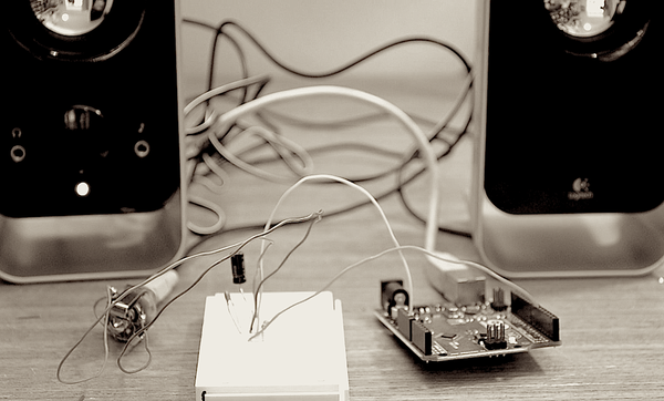 Turn Your Arduino Into a 4 Voice Wavetable Synth With Only a Few Components...