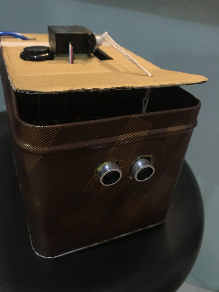 將電路及鐵盒組裝在一起