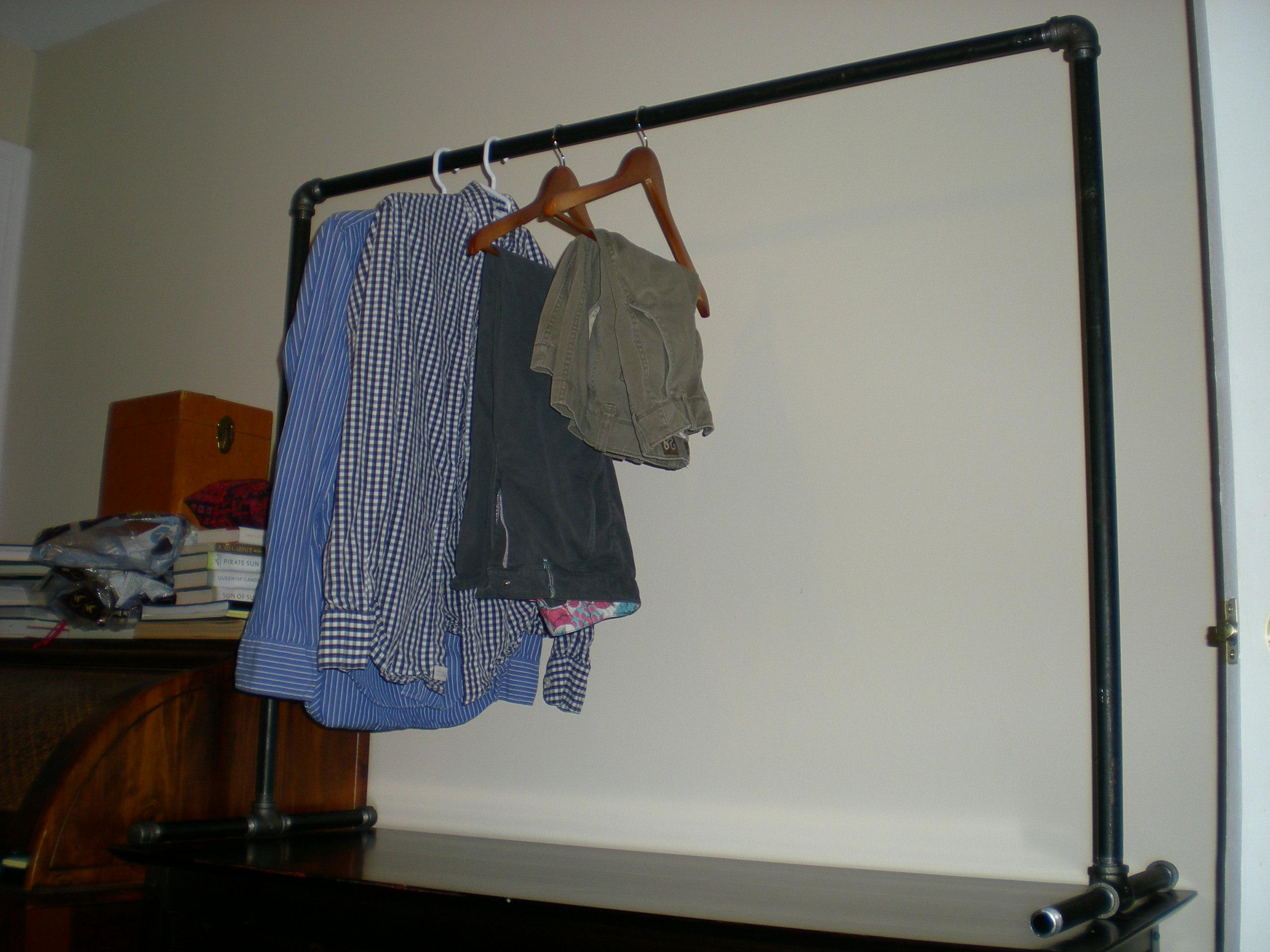 Free-standing clothing rack