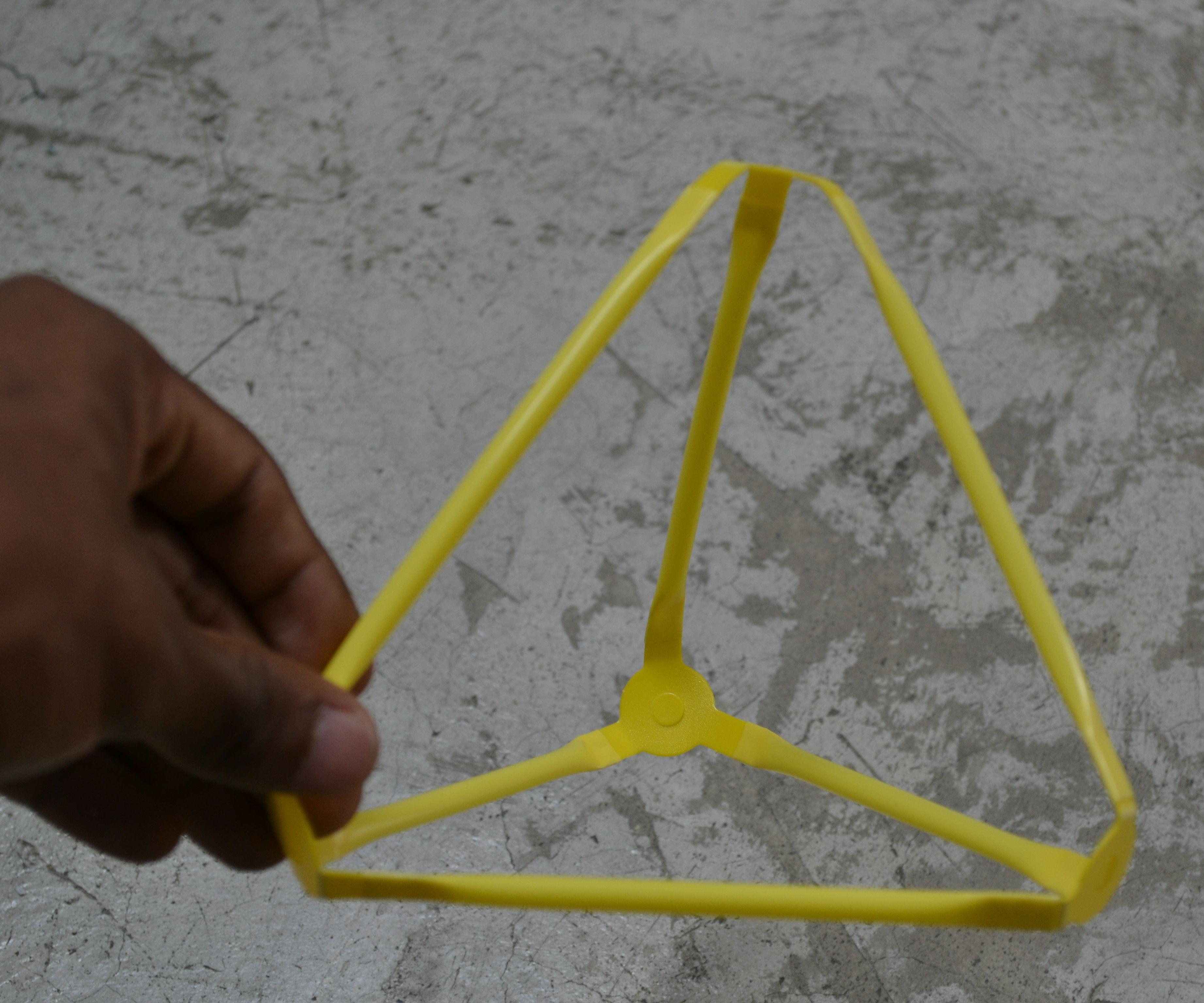 Como hacer una pirámide con strawbees