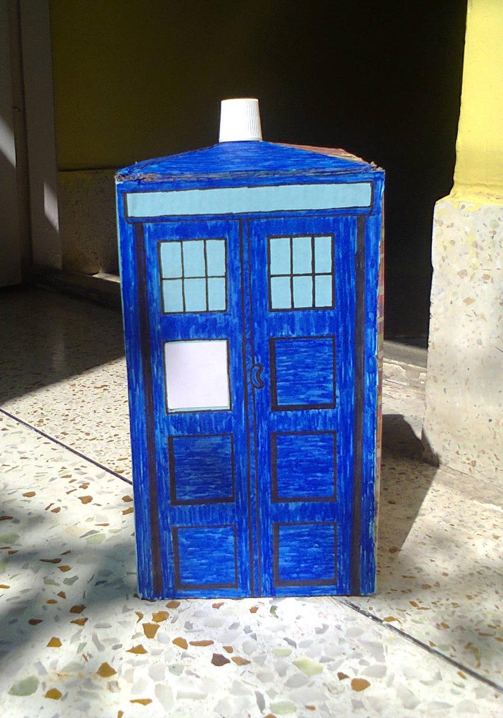 Make an easy TARDIS : The Blue Box