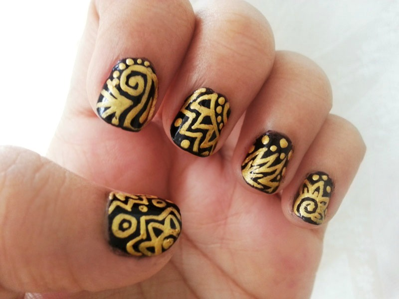 Black & Gold Nail Art