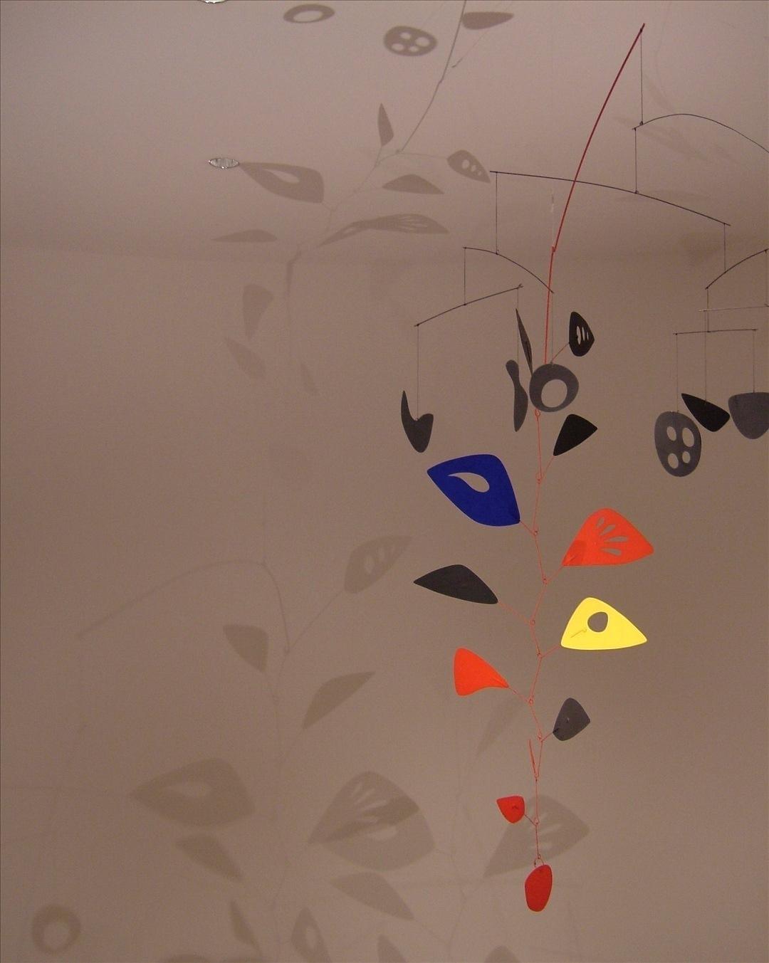Simple mobiles illustrate engineering in art