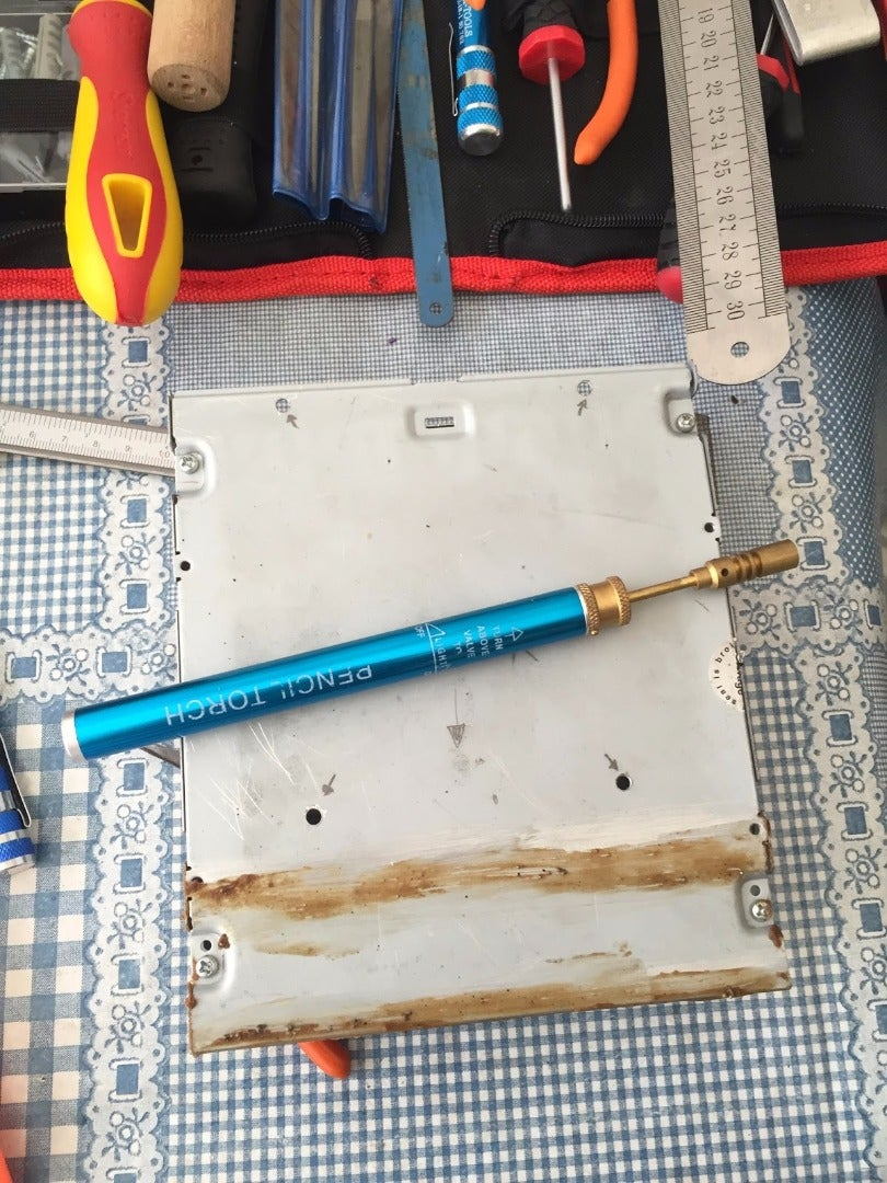 SOLDERING THE FRAME STRUCTURE