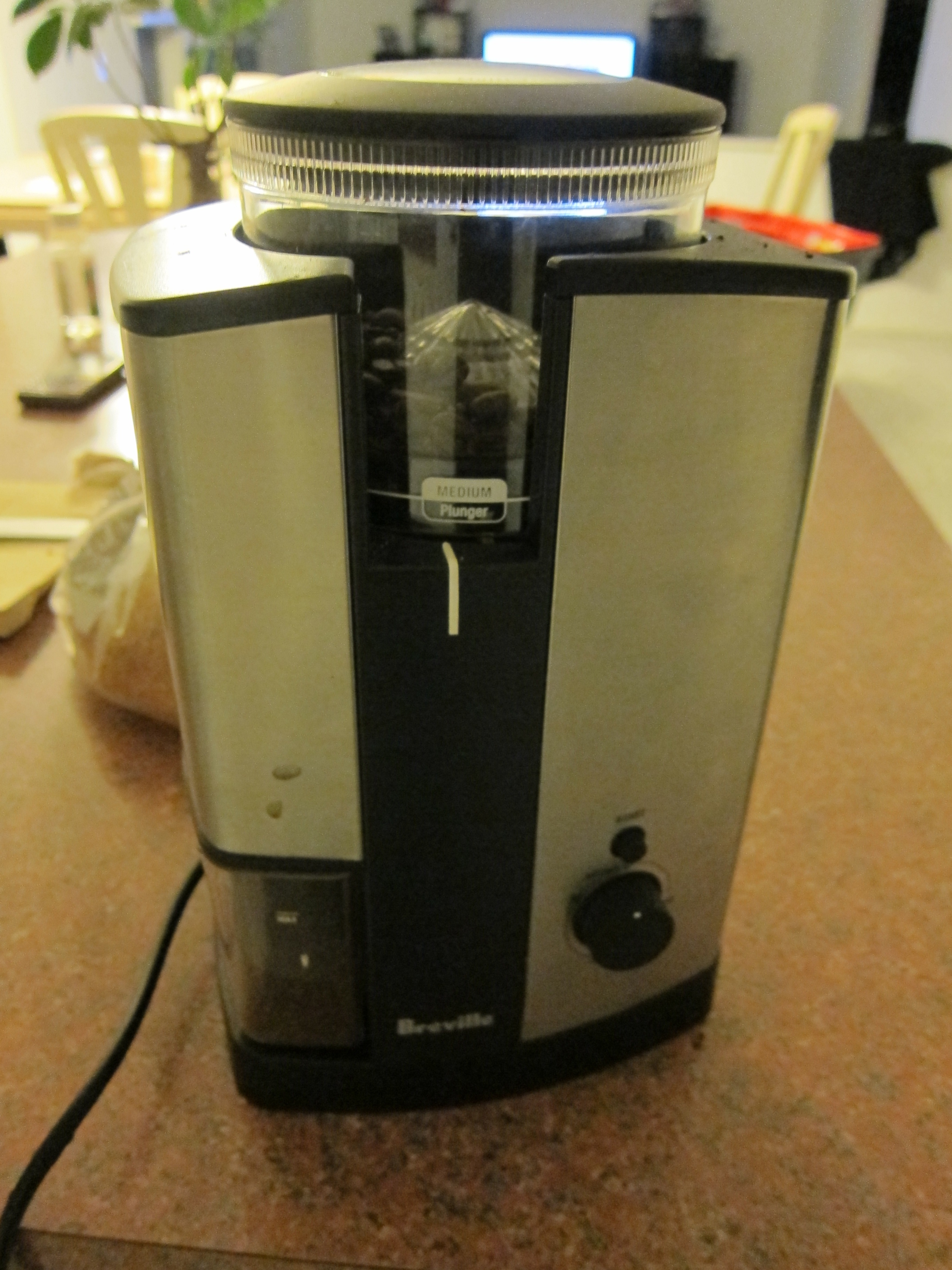 How to repair/remove the on/off switch on a Breville BCG450XL conical burr grinder