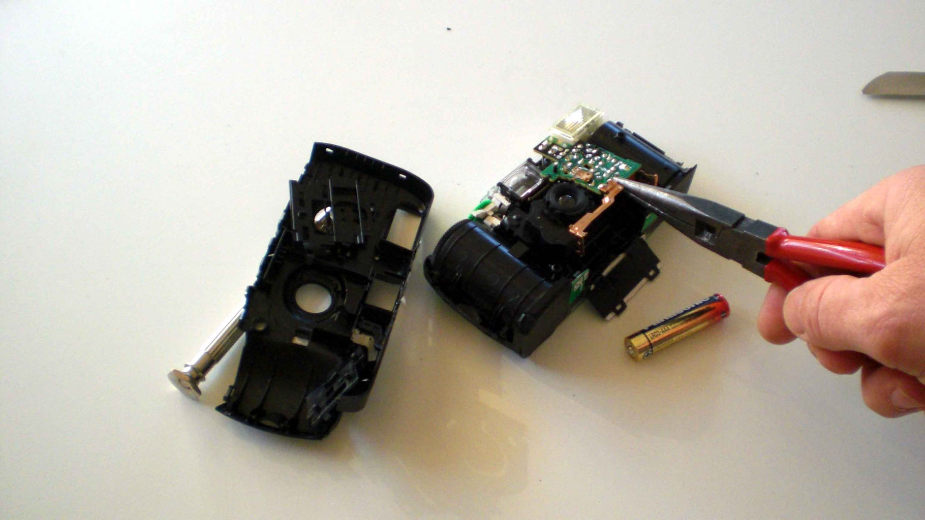 How to Get the Electronic From the Disposal Camera (AAA-Type)