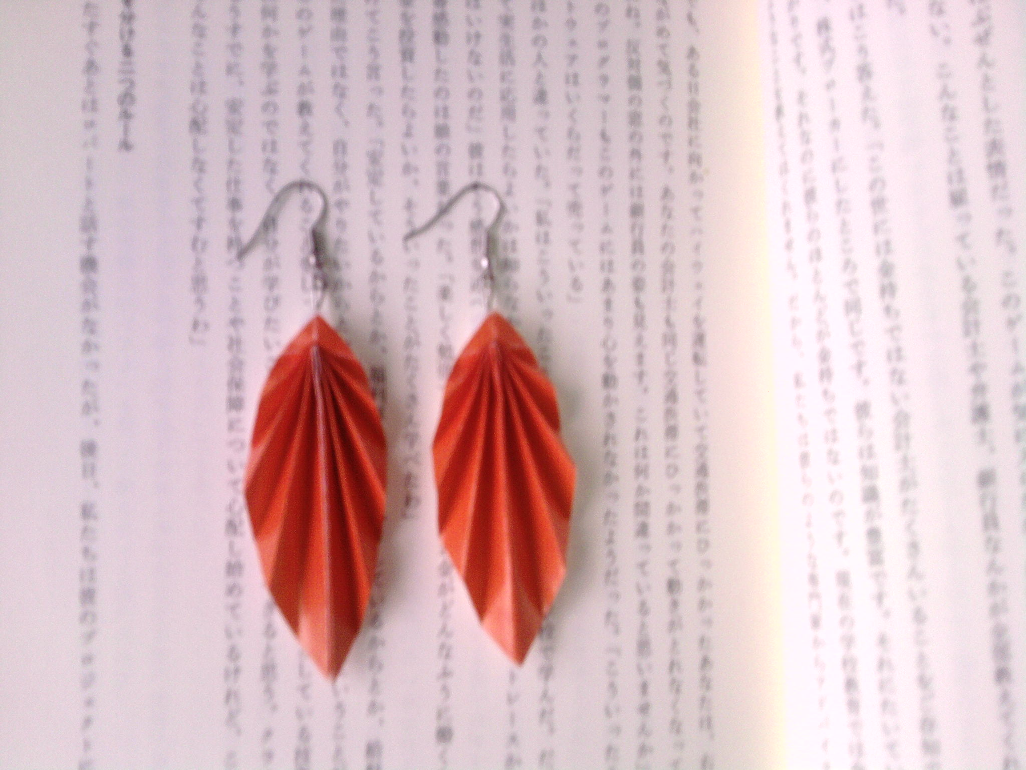 How to make Japanese origami leaf earrings?