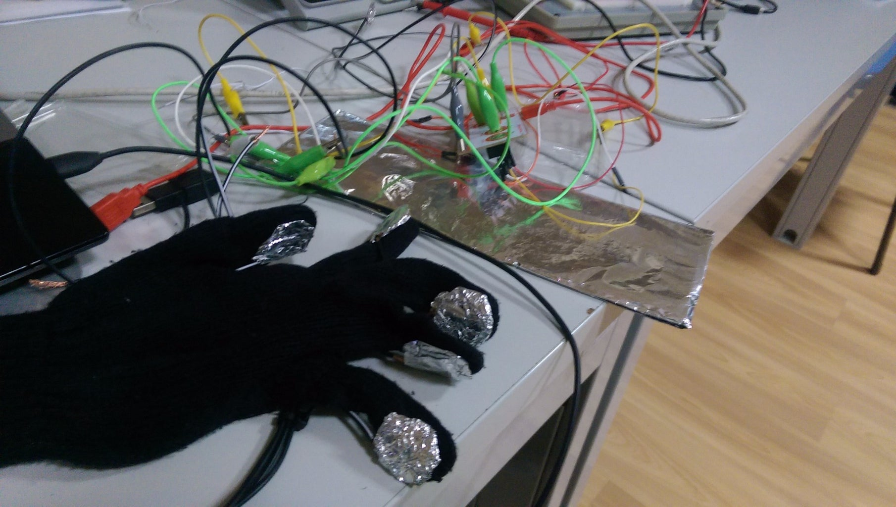 Connecting Piano Glove With Makey Makey