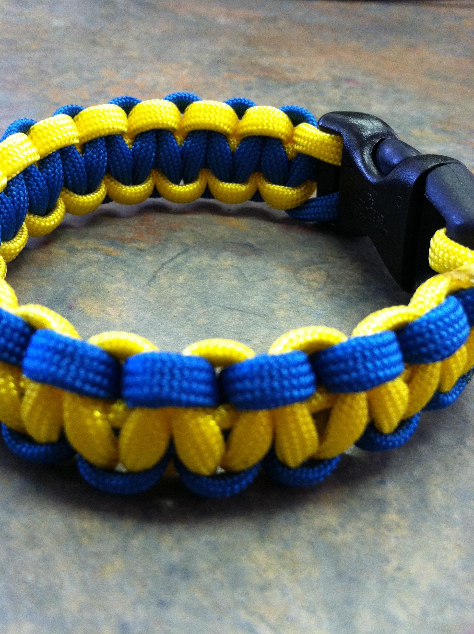2 Color Paracord Bracelet (Tutorial)