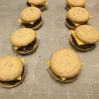 Macaron 'Cheeseburgers'